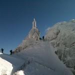 Blick auf die Kapelle am Gipfel des Wendelsteins - © bergeandmore