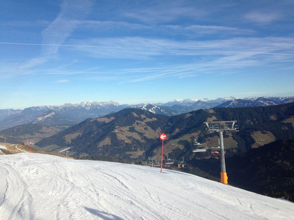 Alpbachtal Wildschönau, vorne links Kaisergebirge mit wildem und zahmen Kaiser - © bergeandmore
