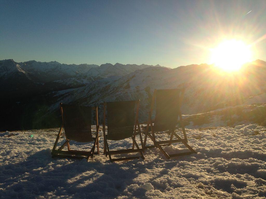 Lust auf ein Sonnenbad vor der Kristallhütte (2147 m) ? - © bergeandmore