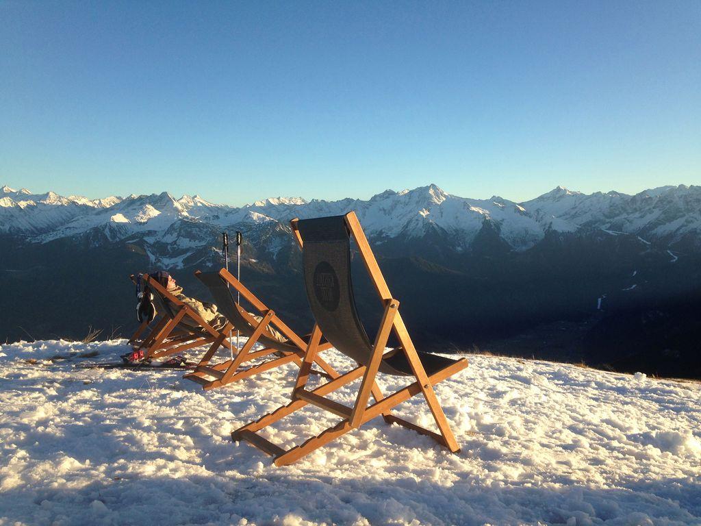 Liegestühle vor der Kristallhütte ( 2147m) - © bergeandmore