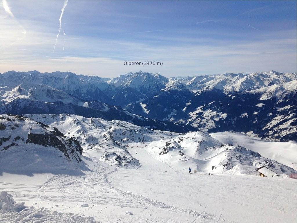 Piste bei Zell - In der Mitter der Olperer, höchster Punkt im Skigebiet Hintertux